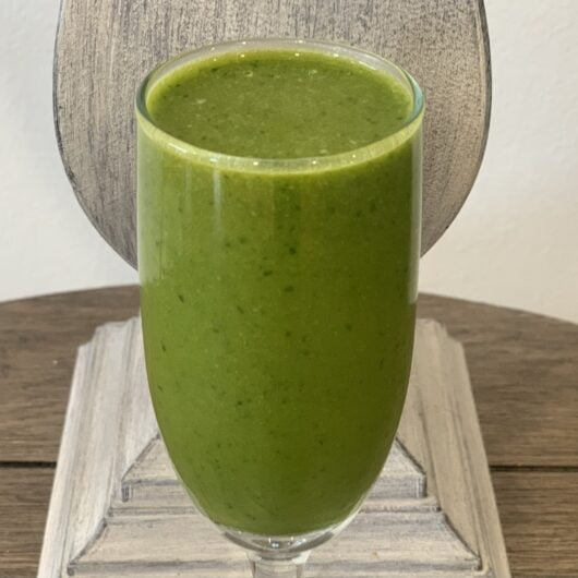 Apple and Spinach Breakfast Smoothie